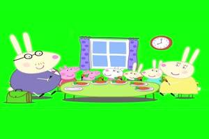 小猪佩奇早餐吃胡萝卜是有趣的事抠像素材 绿屏手机特效图片