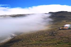 免费山边雾霾1 手机竖版视频 风景航拍 山水 山峰手机特效图片