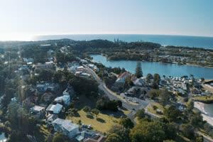 4K航拍 城市绿化湖泊手机特效图片