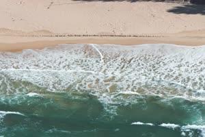 4K航拍 海滩沙滩海浪手机特效图片