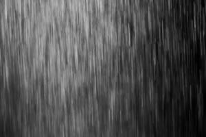 瓢泼大雨落下侧面 黑幕叠